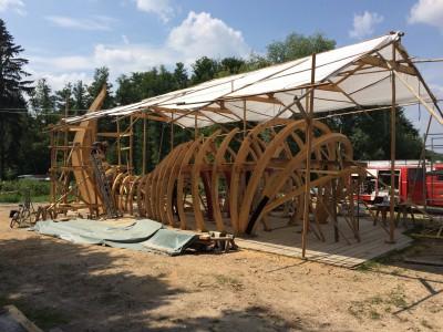 ein 15m langer Wal aus Holz entstand in der Werkstatt in Dargersdorf